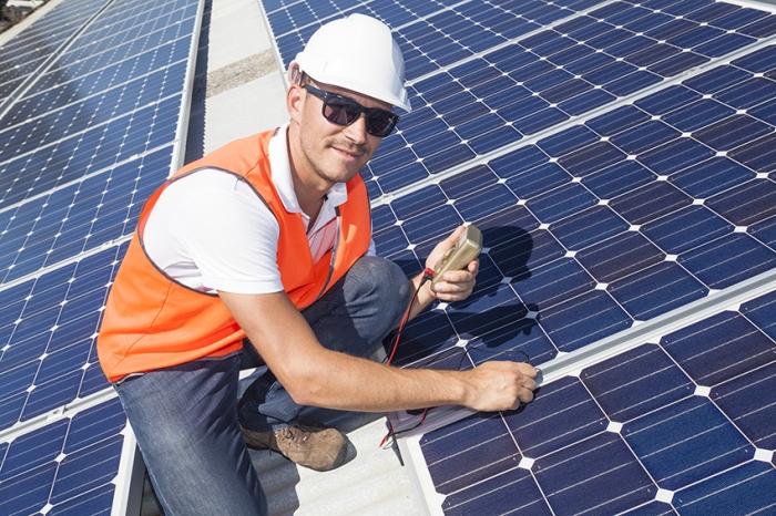 insinoori-katolla-aurinkopaneelit-web
