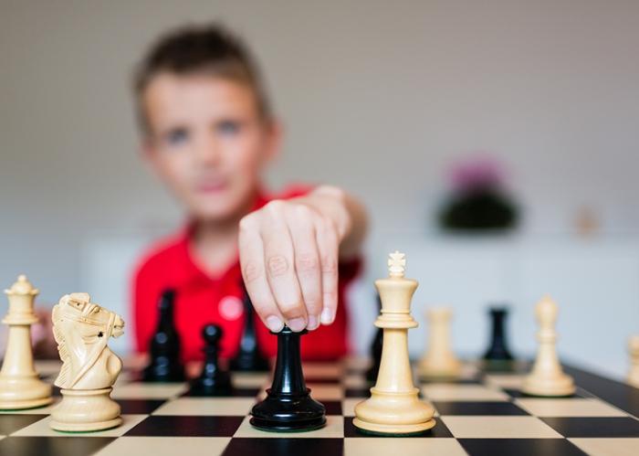 shakki-pelaaja-lapsi-web